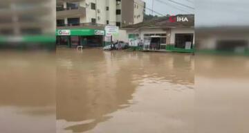 Brezilya'da sel felaketi: En az 10 ölü, 20 kayıp