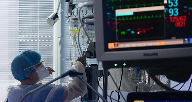 İtalya'da son 24 saatte korona virüsten 499 kişi öldü