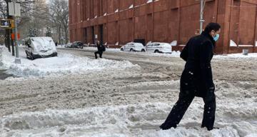 New York son yılların en şiddetli kar fırtınasının etkisi altında