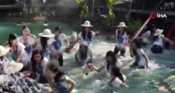 Tayland'da güzellik yarışması adaylarının çıktığı köprü çöktü