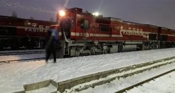Türkiye'den Çin'e giden ilk ihracat treni Kars'tan Gürcistan'a hareket etti