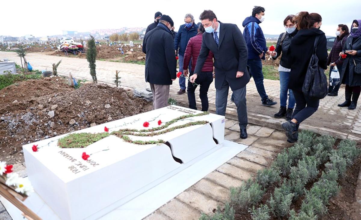 Ünlü yönetmen Tunç Başaran mezarı başında anıldı