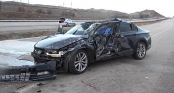 100 metre takla atan lüks otomobil hurdaya döndü: 1 ölü, 1 ağır yaralı