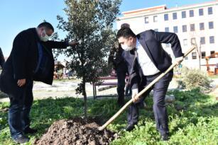 HASAN AVCI'DAN 'BAHÇEMİZİ YEŞİLLENDİRİYORUZ' PROJESİNE DESTEK