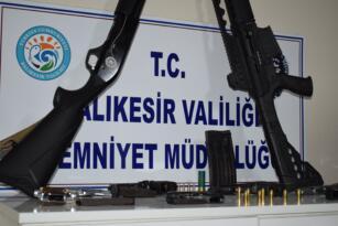 Polis Balıkesir'de 4 mahalleye eşzamanlı baskın yaptı