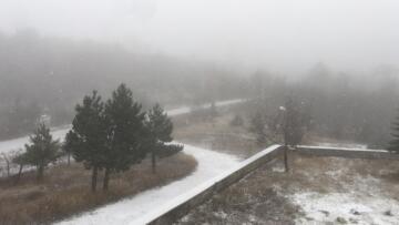 Yeni yılın ilk karı Sındırgı'ya yağdı
