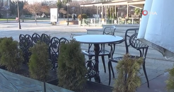 Bulgaristan'da restoran sahipleri Covid-19 kısıtlamalarına isyan etti