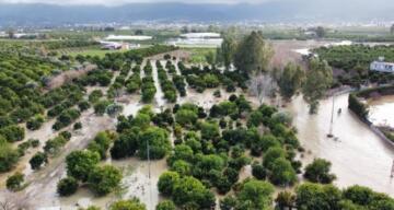 Sel ve fırtınanın vurduğu Arsuz havadan görüntülendi
