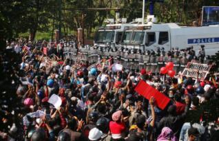 MYANMAR'DA DARBE KARŞITLARININ PROTESTOLARI SÜRÜYOR