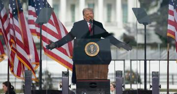 Donald Trump, Senato'da gerçekleşen duruşmada aklandı