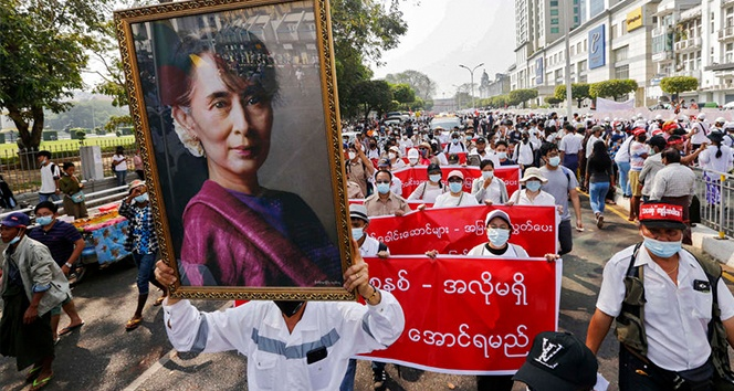 Myanmar'da binlerce darbe karşıtı yeniden sokaklarda