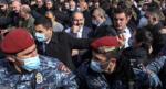 Paşinyan, istifasını isteyen orduya rest çekti