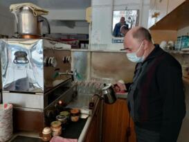 Gönen'de kahvehaneler çay servisine yeniden başladı