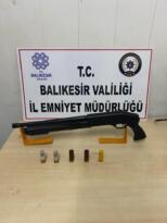 BALIKESİR'DE POLİS 32 ŞAHSI GÖZALTINA ALDI