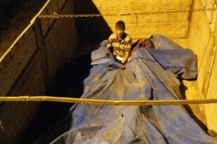 Branda altına gizlenmiş 40 Afgan göçmen yakalandı